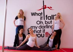 Muursticker voor Pole Inspiration Dance Studio