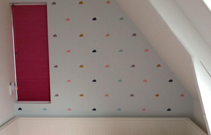 Babykamer Behang Stickers : De muur van de kinderkamer decoreren met wolkjes muursticke