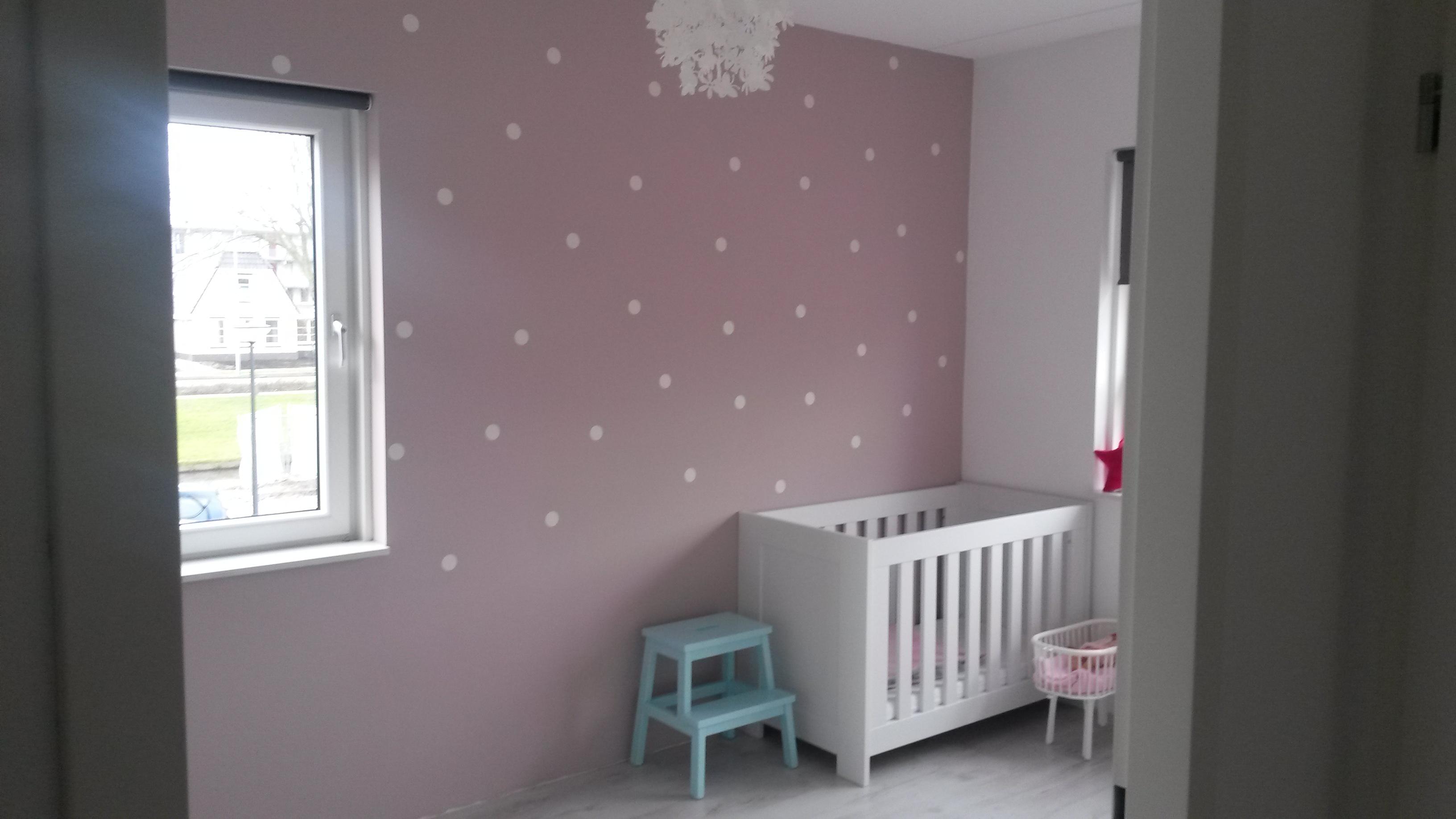 Babykamer Behang Stickers : Muursticker stippen voor de kinderkamer
