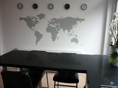Woonkamer Met Wereldkaart : Muurstickers wereldkaart zonder grenzen